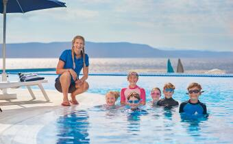 TUI Family Life swim school - Rebecca Adlington and children
